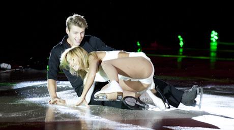 Засветы на танцах на льду эротика, голая маша малиновская без трусов