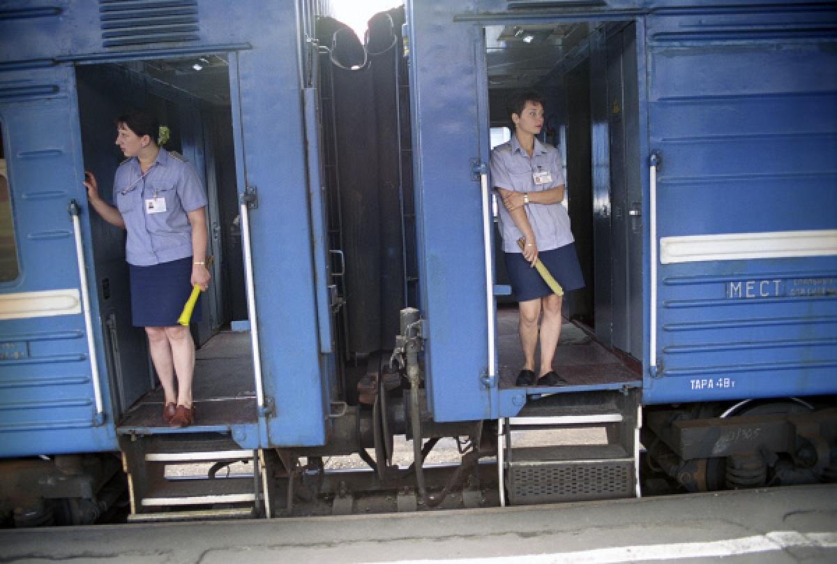В атырауской области под поезд попал машинист