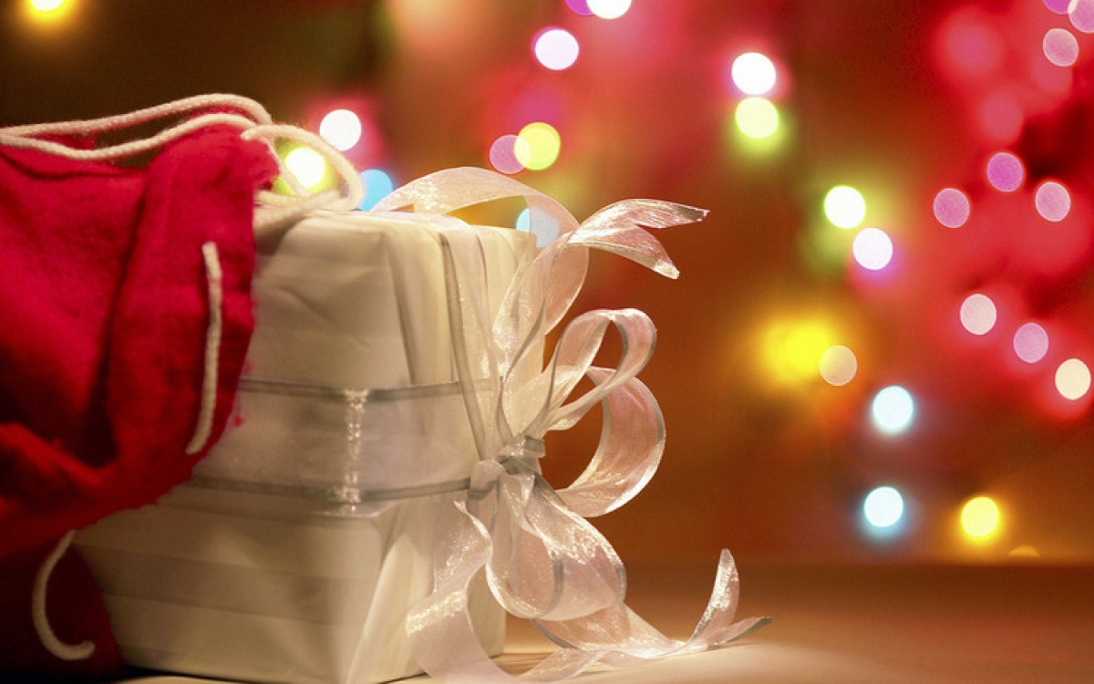 До скольки лет детям дают новогодние подарки на предприятиях