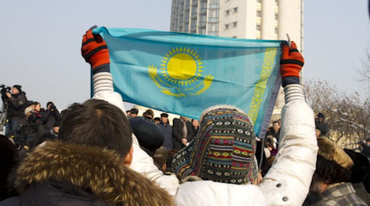 «Мужчина сохраняет землю, а женщина – нацию»: В Астане прошел митинг против браков казахских девушек с китайцами (видео)