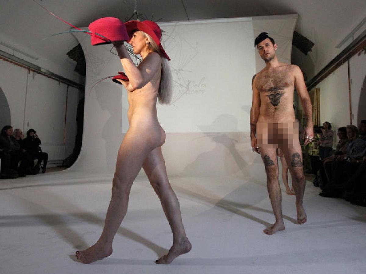 Показ моделей фото голых