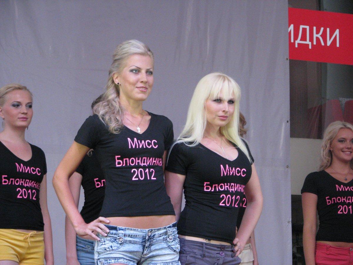 Блондинка дала пятерым фото 785-315