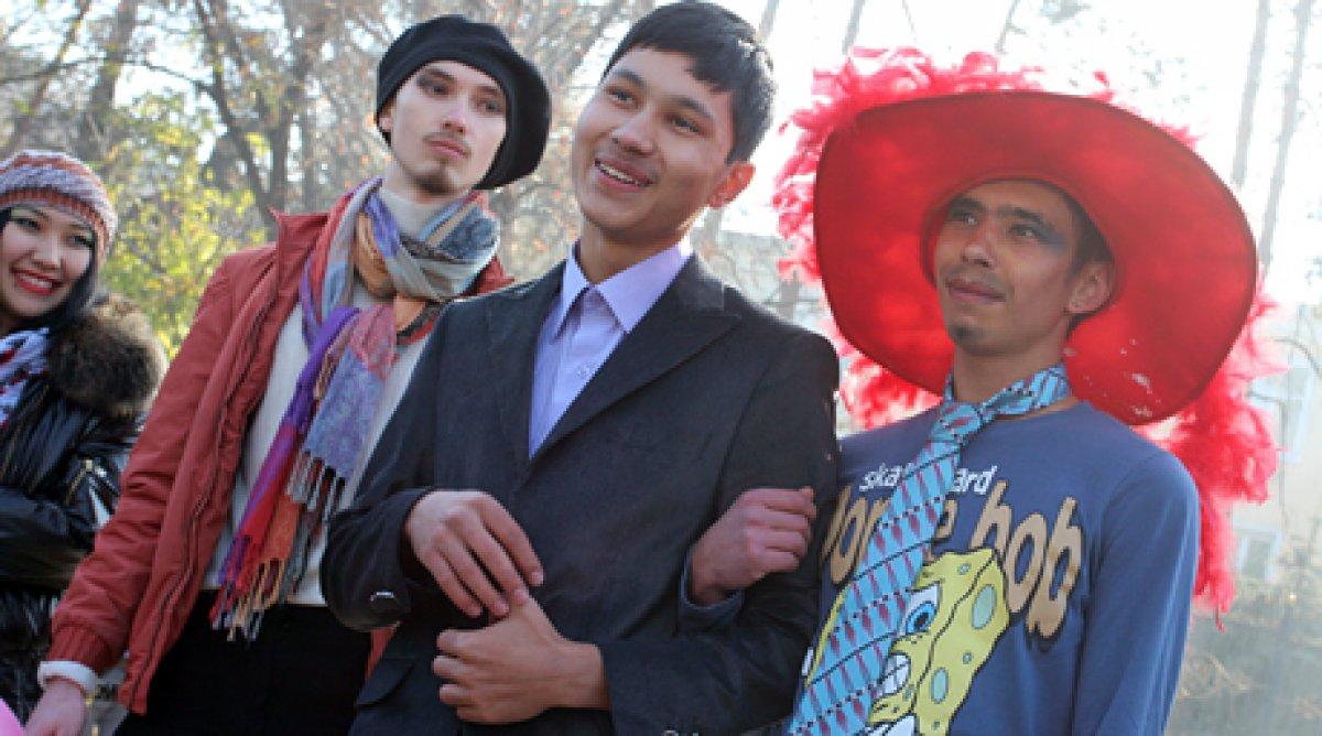 патцан геи казакстански видео