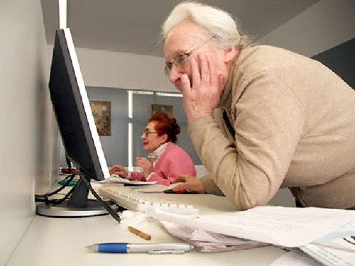 Шарий раздает пенсии