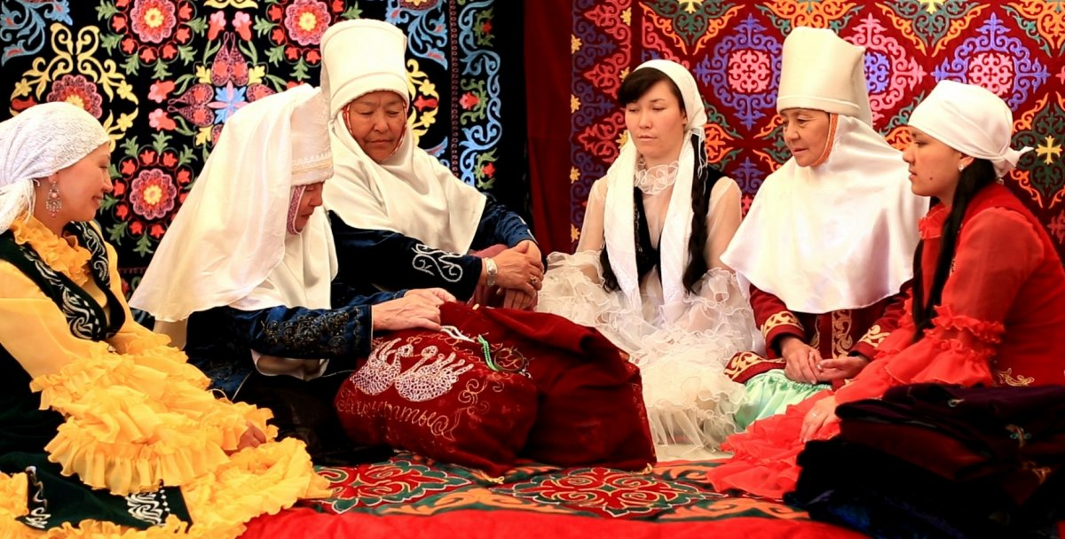 traditions kazakh bridal ceremony Kazakh wedding traditions our son's teacher married his kazakh fiancée over the weekend and we were invited to the wedding one of the more noticeable kazakh wedding traditions is the tour of the city's sites and attractions taken by most newlyweds.