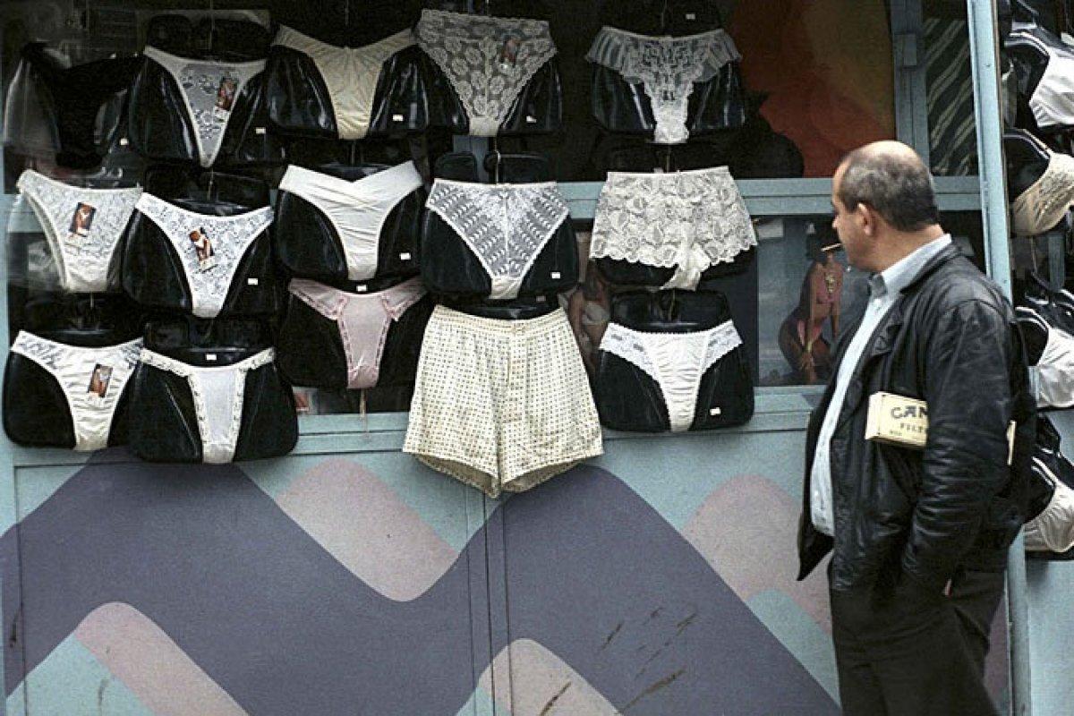 мужики спускают на панталоны женщин