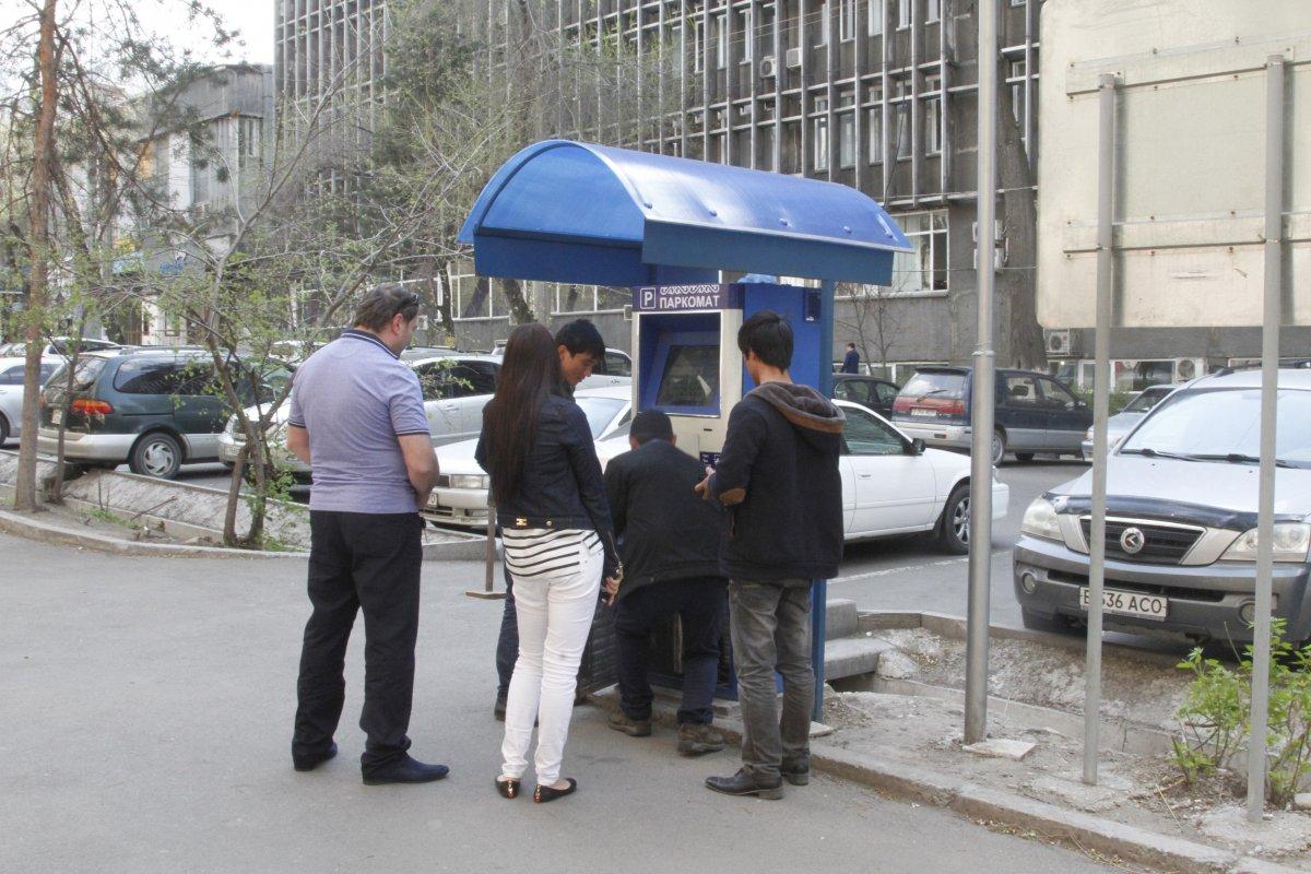 Паркоматы перед офисом
