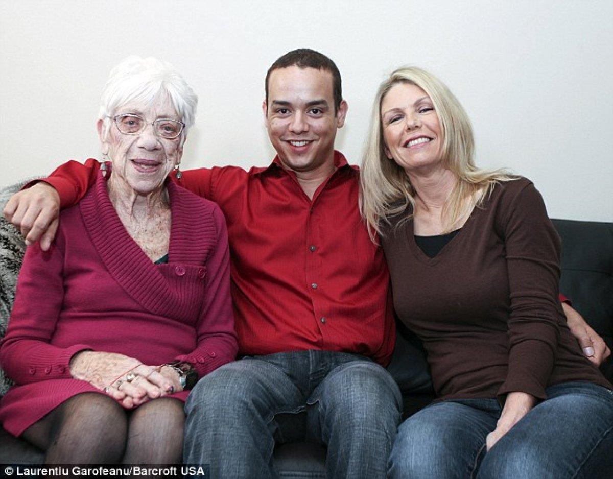 Бабушки трах с мальчиками видео фото 629-837