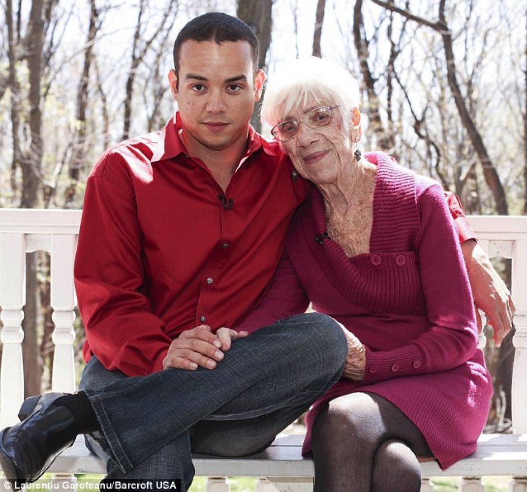Бабушки трах с мальчиками видео фото 629-823