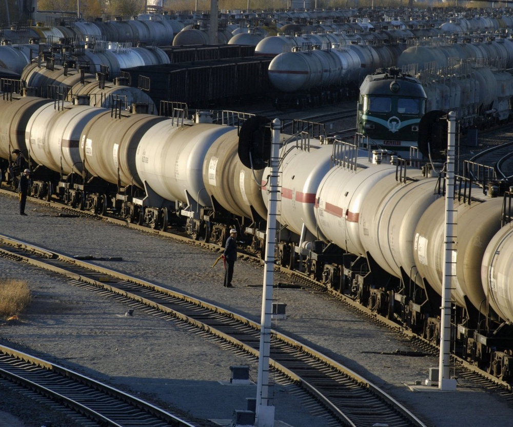 За незаконный оборот нефти судят 13 человек в Актобе