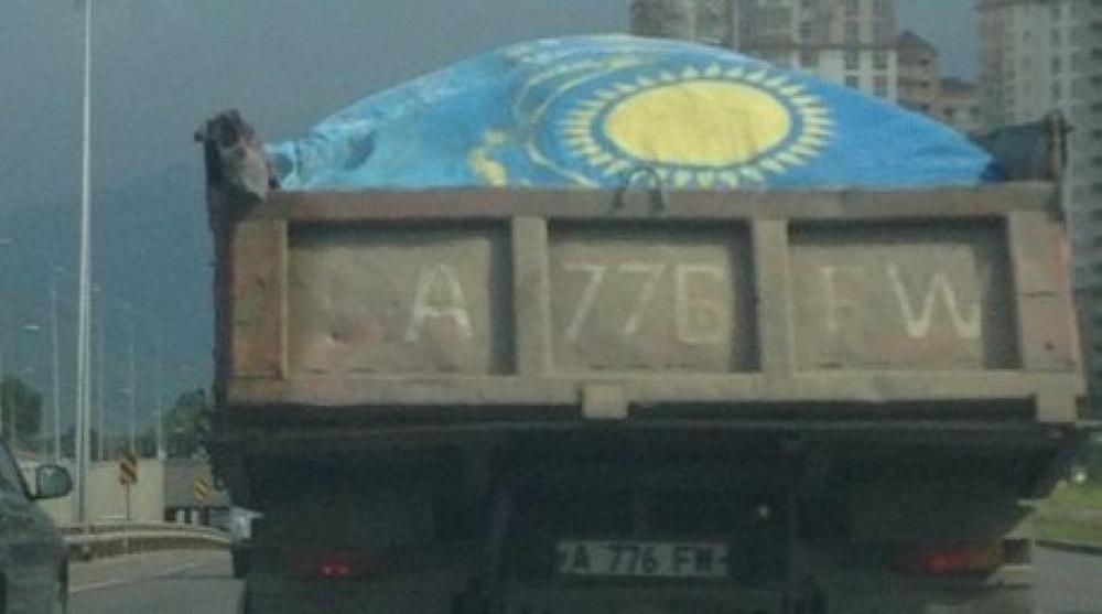 Суд вынес решение по делу об использовании флага Казахстана в качестве брезента