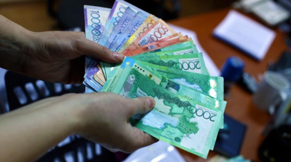 Курс тенге не ослабнет из-за падения рубля - эксперты