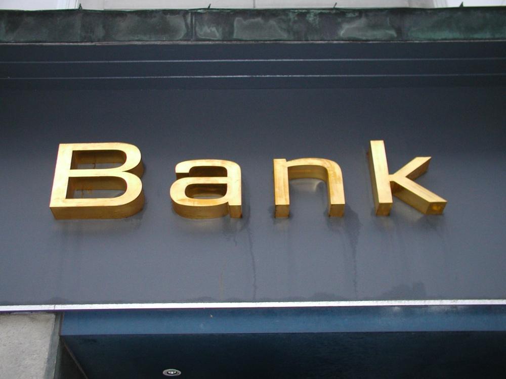 Названы самые популярные банки Казахстана в Интернете