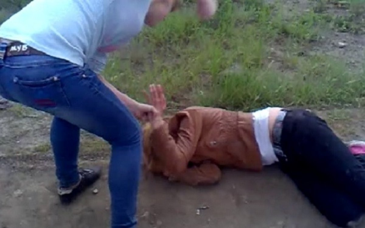 Житель,Усть-Каменогорска,избил,девушку,за,отказ,познакомиться.