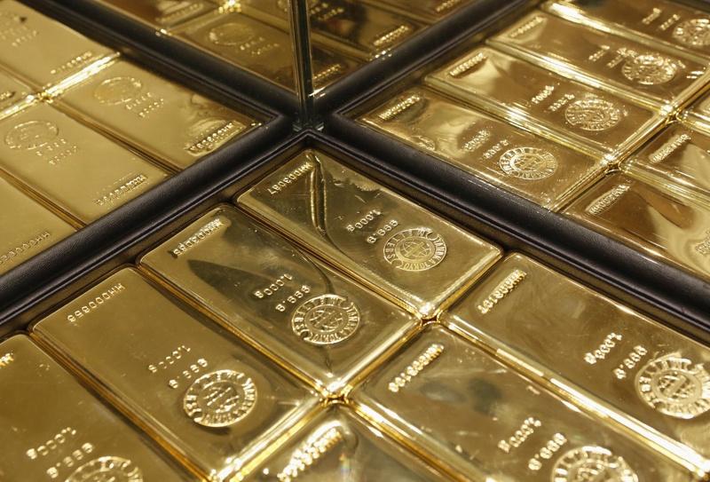 Цены на золото выросли из-за падения курса доллара