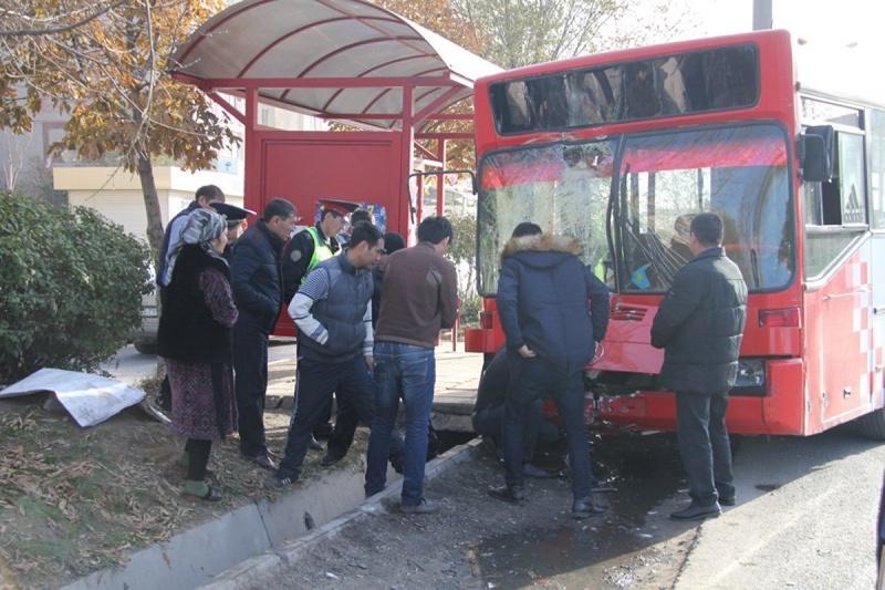 Девушки кончают в общественном транспорте