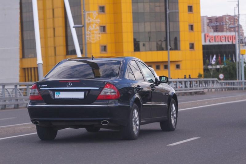 Казахстанские чиновники нарушают ПДД на служебных машинах и не платят штрафы