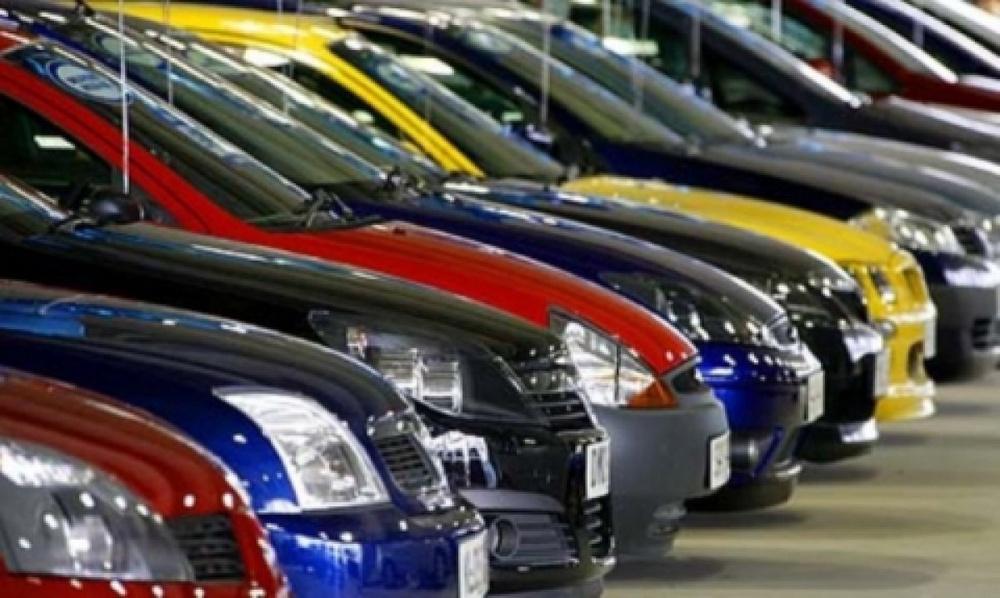 Сотни жителей Актобе пытаются оформить машины из России