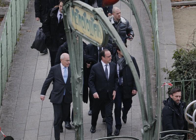 На места происшествия прибыл Франсуа Олланд. ©Reuters