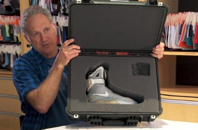 Тинкер Хэтфилд и кроссовки Nike MAG. © NiceKicks