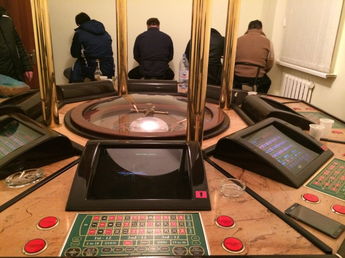 16-02-v-almati-zakrili-podpolnoe-kazino