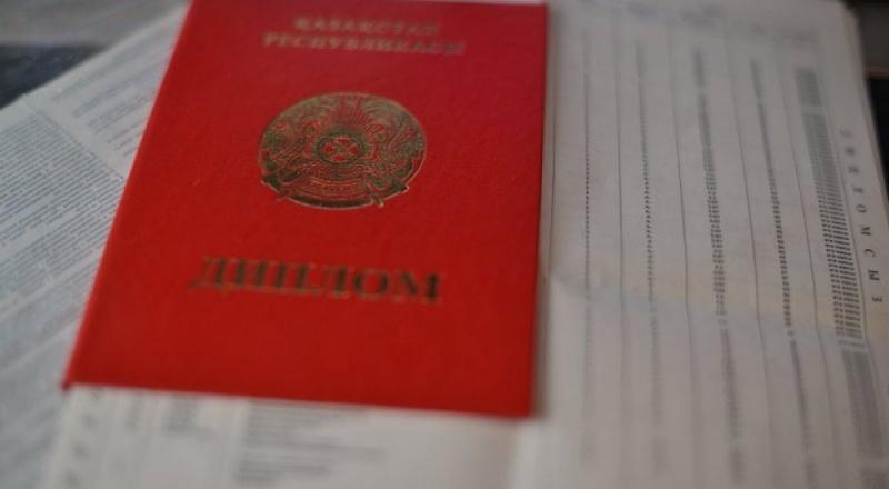 За поддельный диплом житель Атырауской области заплатит тысяч  За поддельный диплом житель Атырауской области заплатит 200 тысяч тенге штрафа новости Казахстана tengrinews
