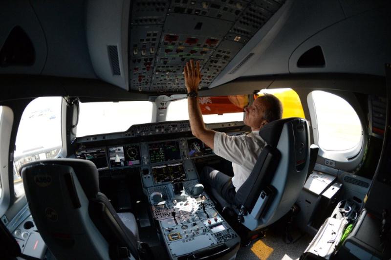 Пилоты Казахстана пожаловались на поздний выход на пенсию