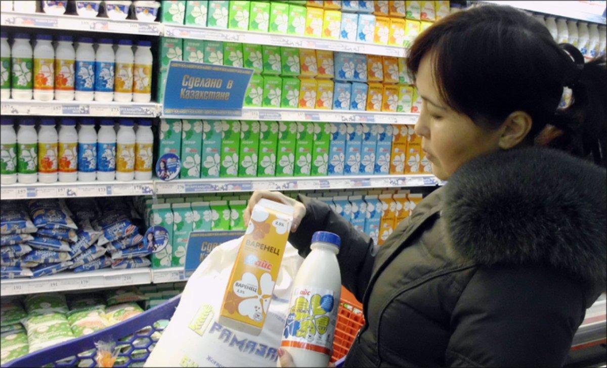 Казахстанцев из-за кризиса призывают покупать отечественные товары