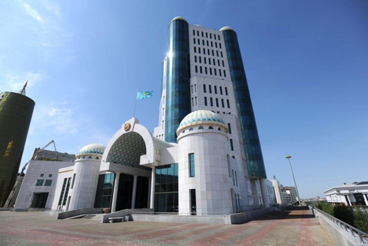 Сенаторы просят Назарбаева дать согласие на проведение внеочередных президе ...