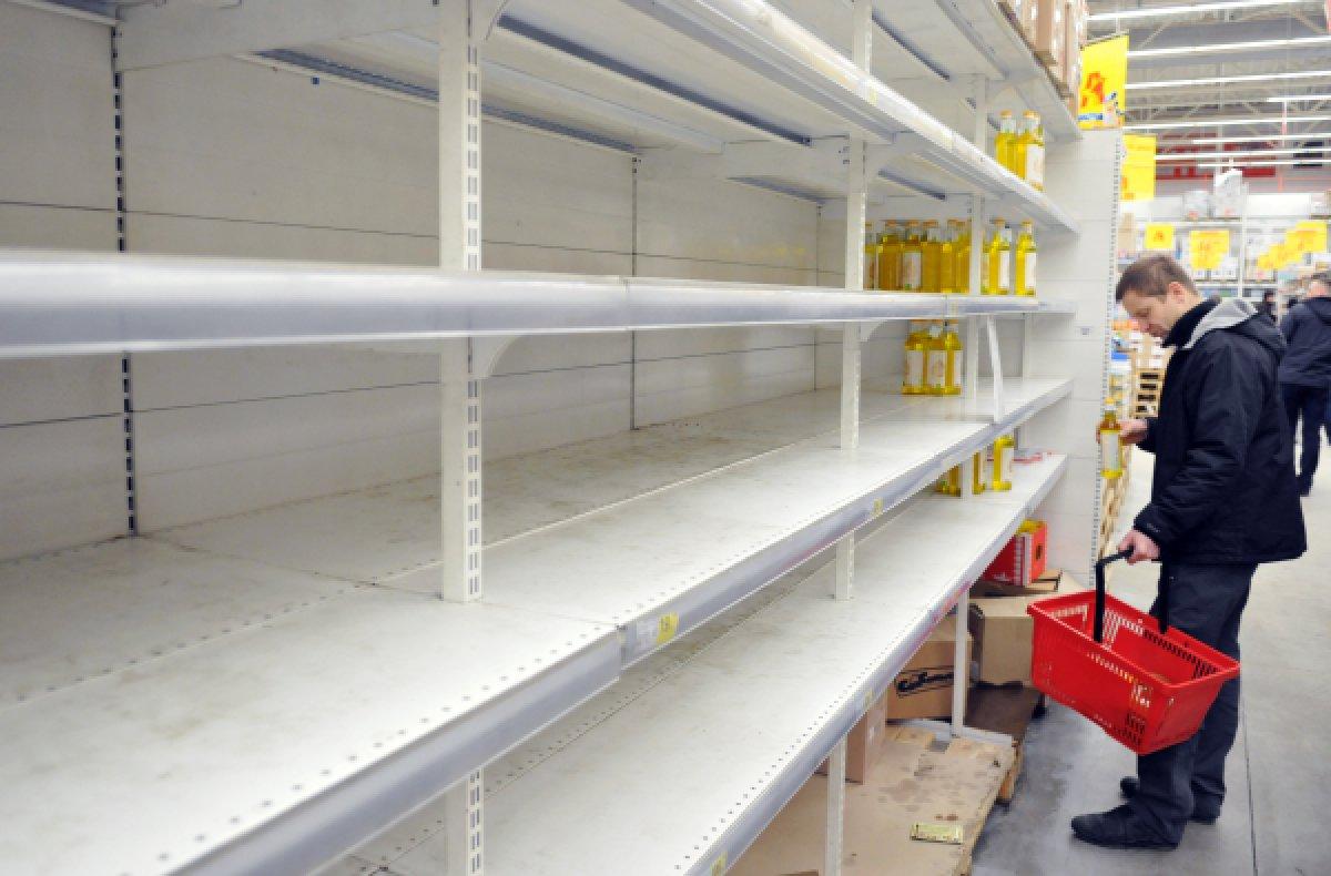 Тонны продуктов питания вывезли казахстанцы из России из-за низкого курса р ...