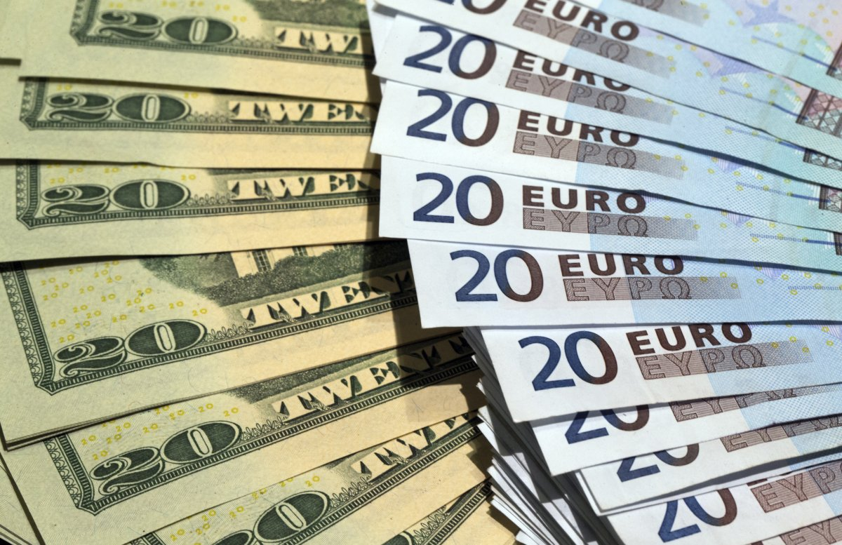 Курс доллара резко упал на валютном рынке