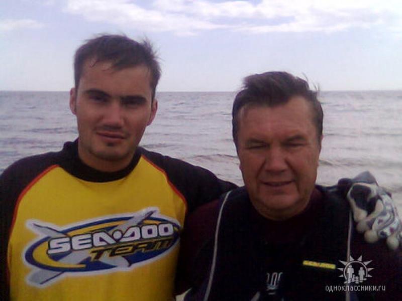 Картинки по запросу Янукович с сыном Виктором