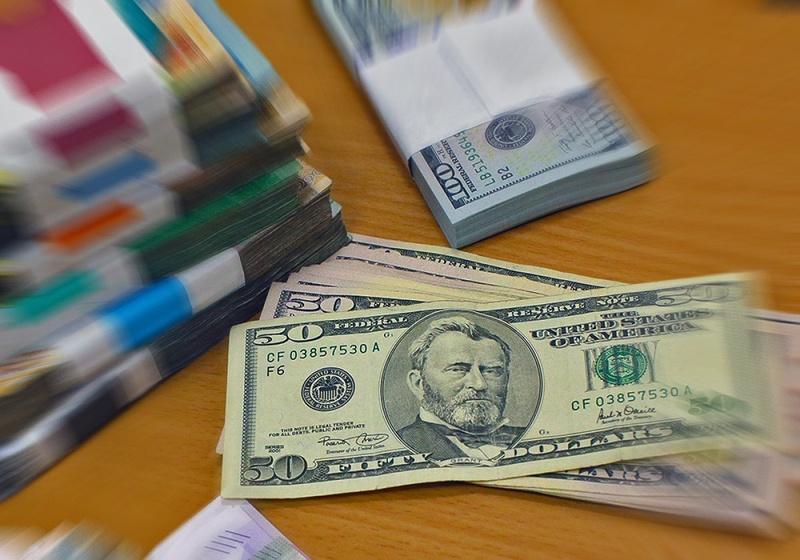 Спрос на доллары стремительно падает