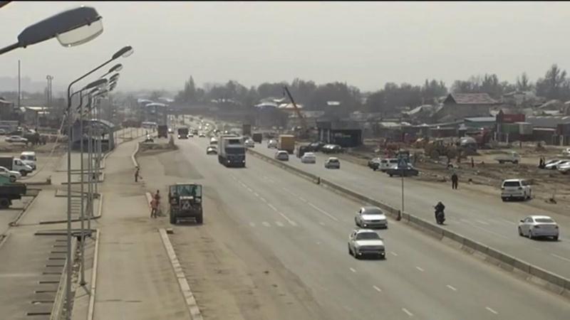 На месте старой барахолки идет строительство 10-полосной автомагистрали. © almaty.tv