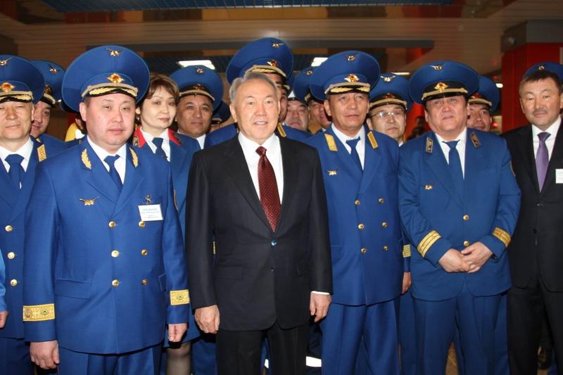 Нурсултан Назарбаев с руководителями Алматыметрополитена. Фото Роза Есенкулова ©