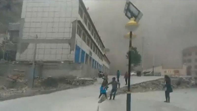В Сети появились новые шокирующие видео землетрясения в Непале