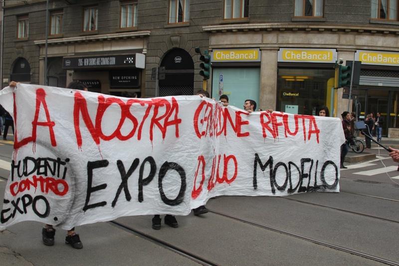 Они выкрикивали лозунги. Фото Роза Есенкулова ©