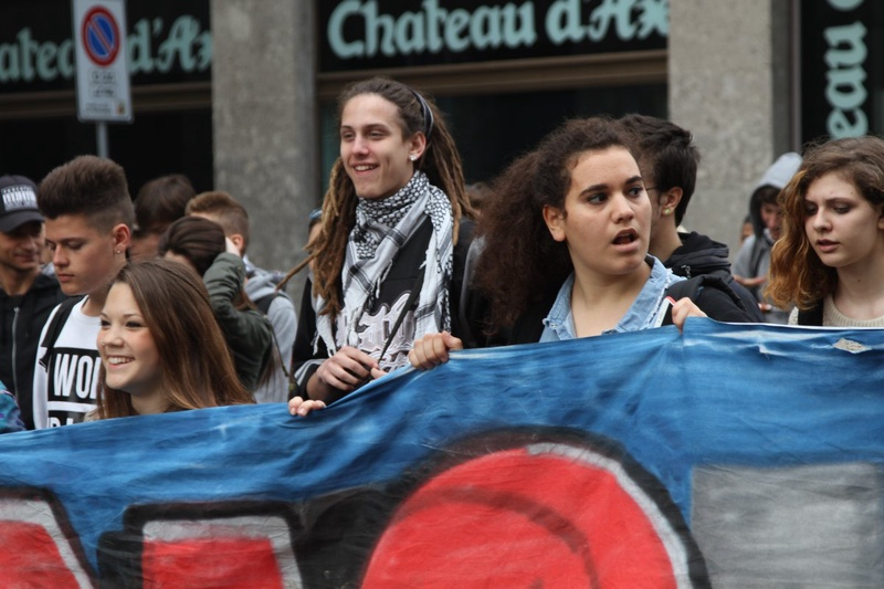 На митинг в основном пришла молодежь. Фото Роза Есенкулова ©