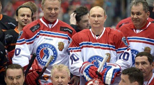 По окончании гала-матча турнира Ночной хоккейной лиги. © kremlin.ru