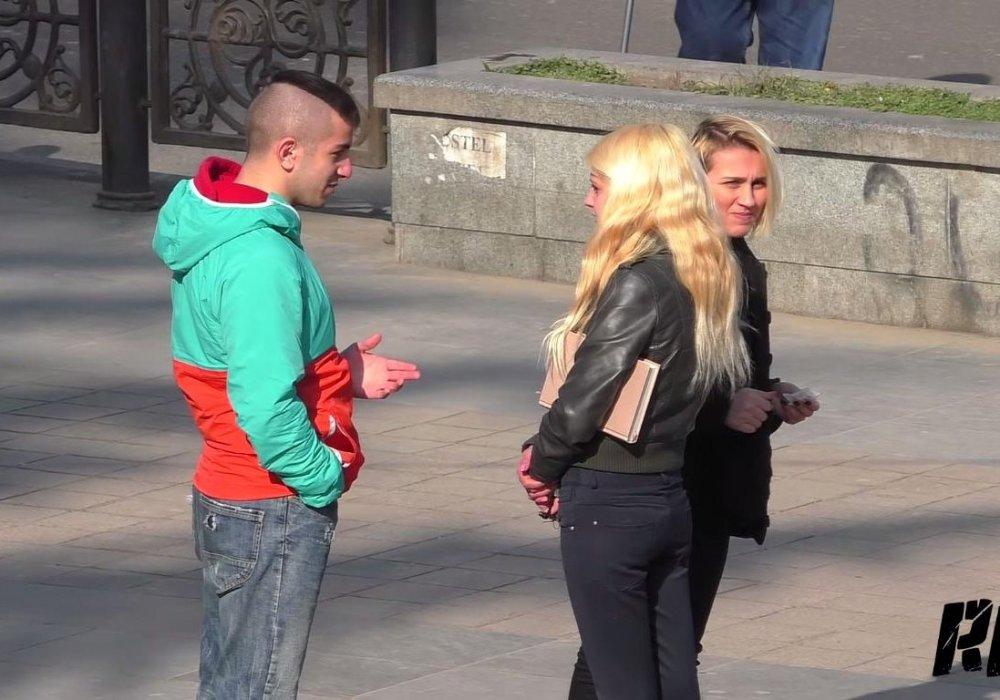 Девушка за деньги предлагает паре заняться сексом фото 384-595