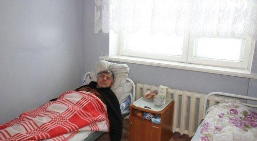 """Житель села Калачи во время """"сонной болезни"""". Фото Tengrinews.kz"""