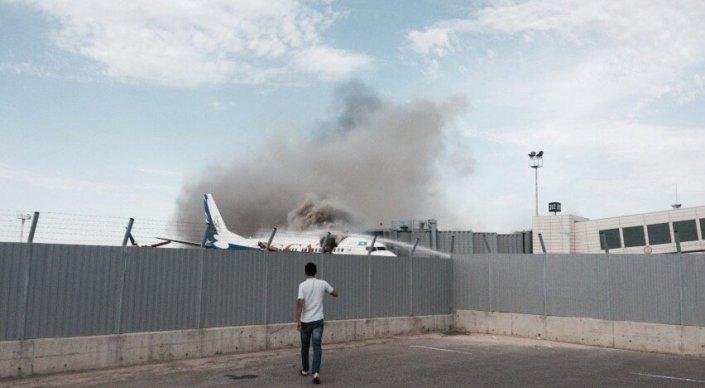 Самолет авиакомпании SCAT загорелся в аэропорту Актау