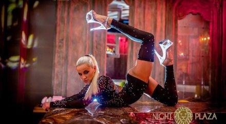 Смотреть самый симпатичный девочки танцовщицы стриптиз