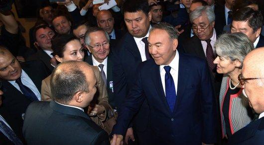 На полях 38-й сессии Генеральной Конференции ЮНЕСКО в Париже. Фото с сайта Twitter/Akorda.
