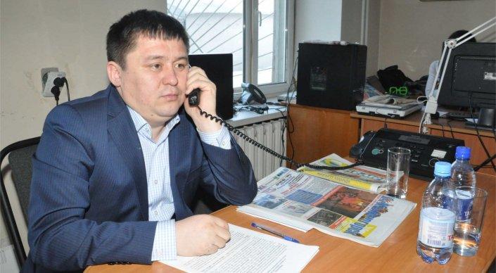 Пользователи нашли фотобомбу на снимке актюбинского чиновника