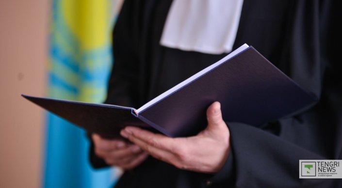 За покровительство таможенника в Актау осудили сотрудника Департамента госдоходов