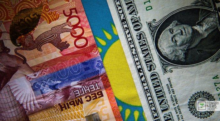Тенге снова падает. Курс доллара к тенге снова приближается к историческому антирекорду