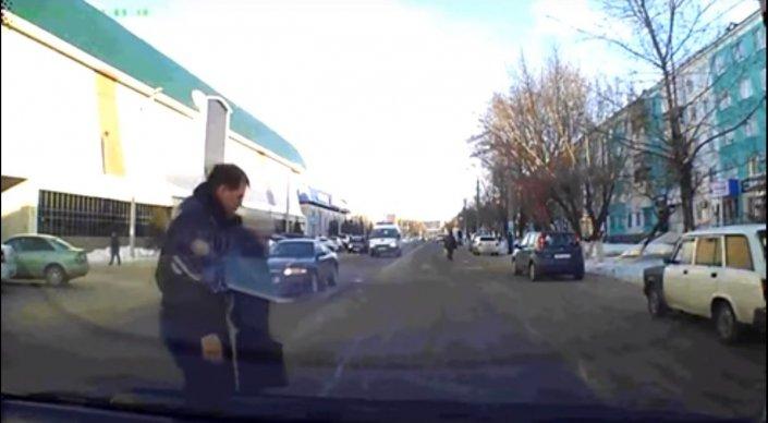 Ставший героем Сети полицейский из Петропавловска рассказал о своем поступк ...