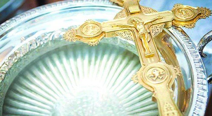 Православные христиане празднуют Крещение Господне