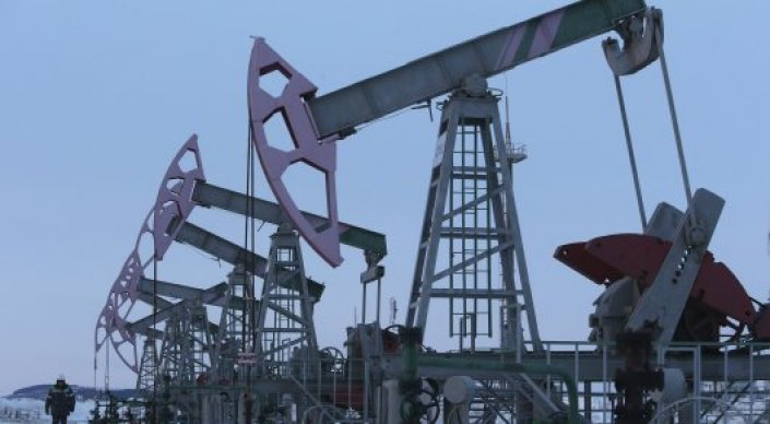 Предвидевший обвал нефтяных цен трейдер пообещал рост до 50 долларов за баррель